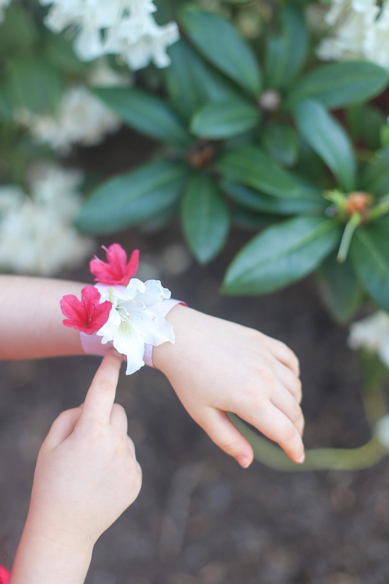 Nature Walk Kids Flower Bracelet DIY Activity