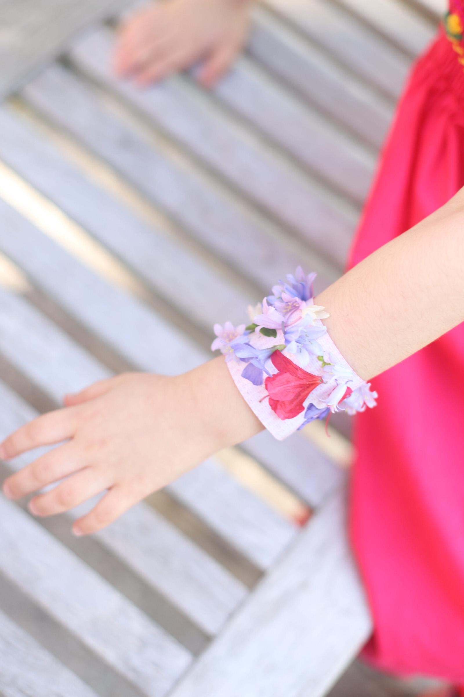 DIY flower bracelets