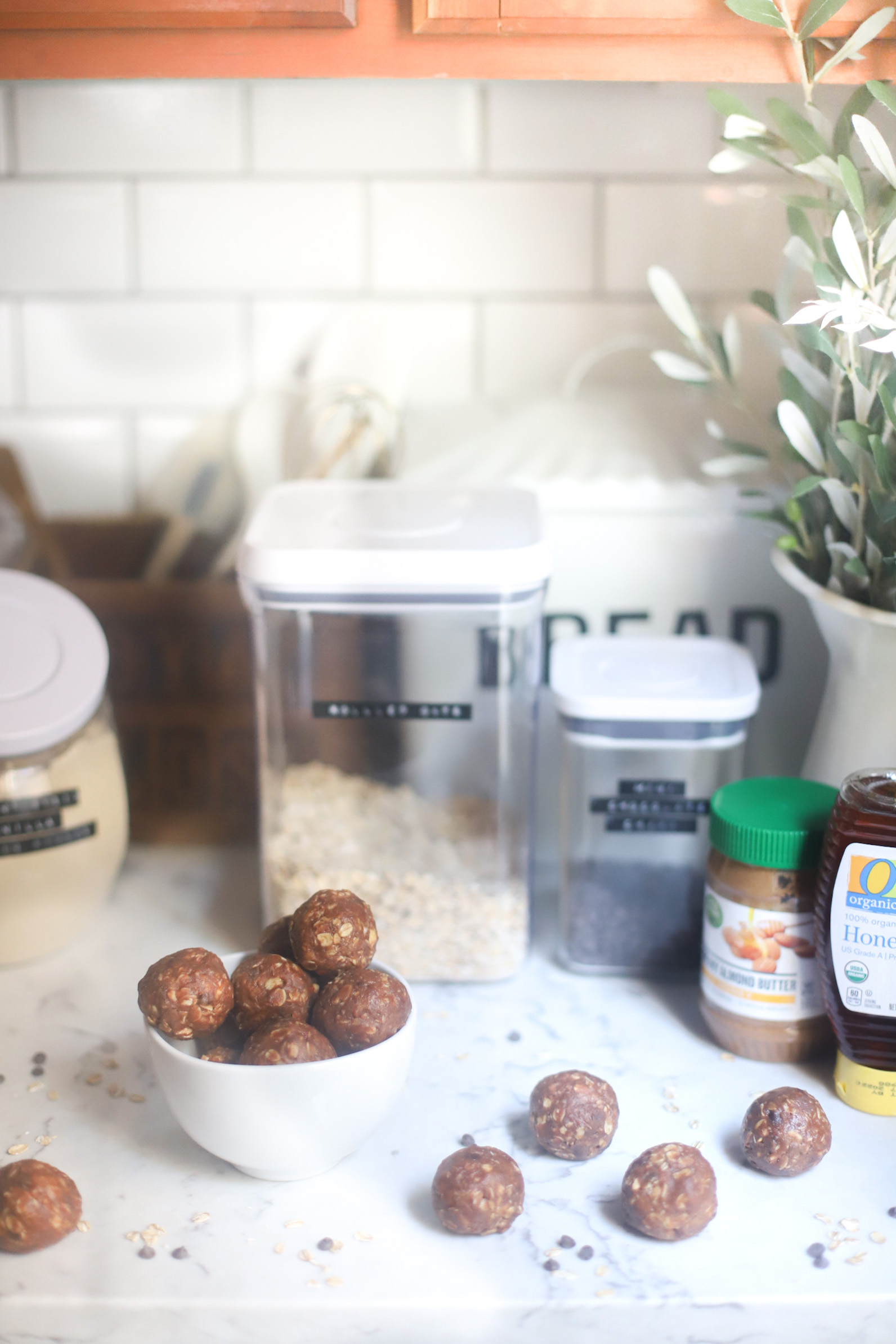 Need a healthier snack to satisfy your sweet tooth? These easy no-bake chocolate chip cookie energy bites are full of healthier ingredients like gluten-free oats, almond butter, and plant-based protein powder; and bonus: they taste just like chocolate chip cookies! | @glitterinclexi | GLITTERINC.COM