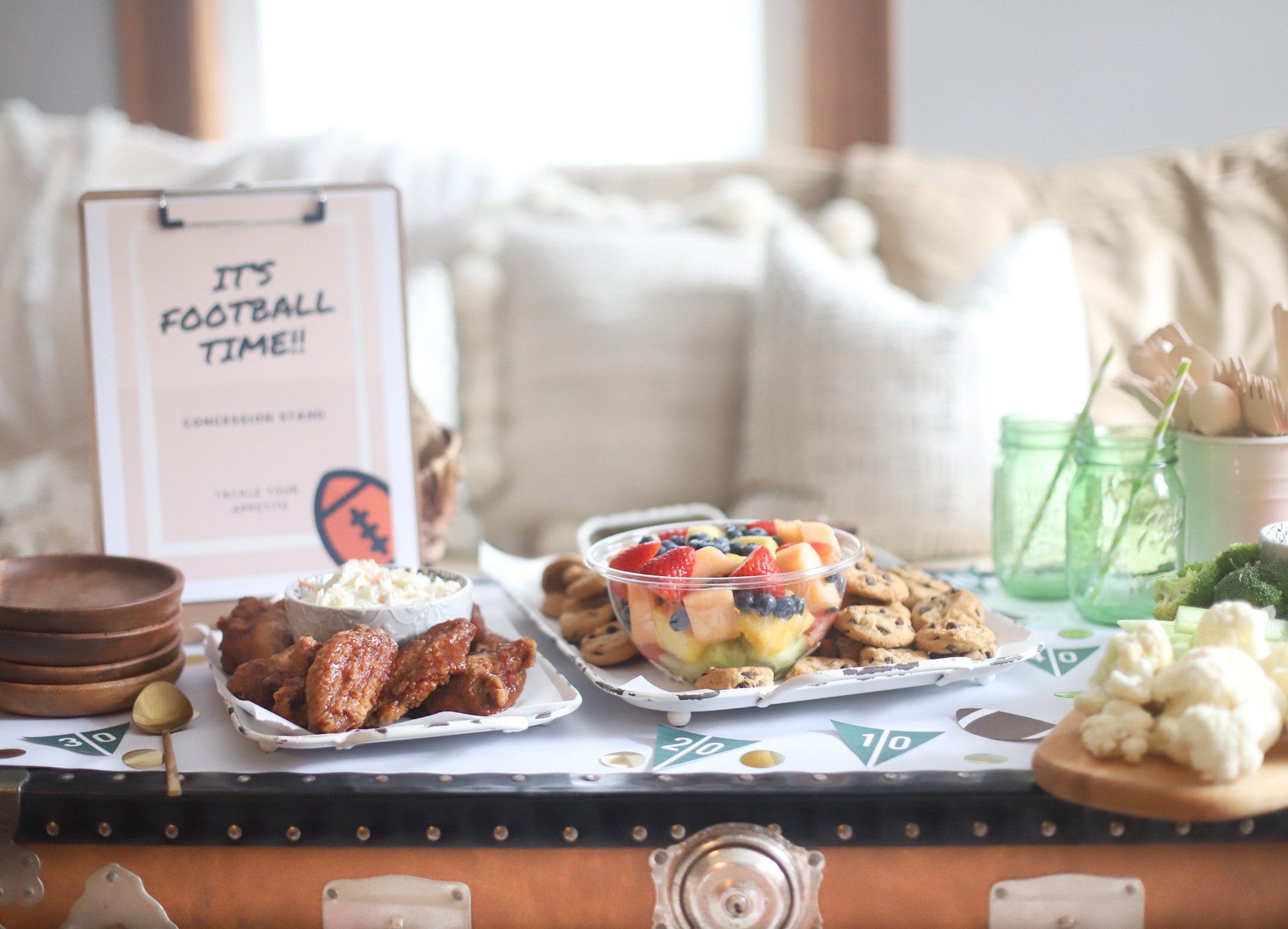 Celebrate This football season by throwing an easy gameday party at home. Watch the game with these simple BIG GAME party tips, football party decoration ideas, and the yummiest game day snacks - no cooking required. | @glitterinclexi | GLITTERINC.COM