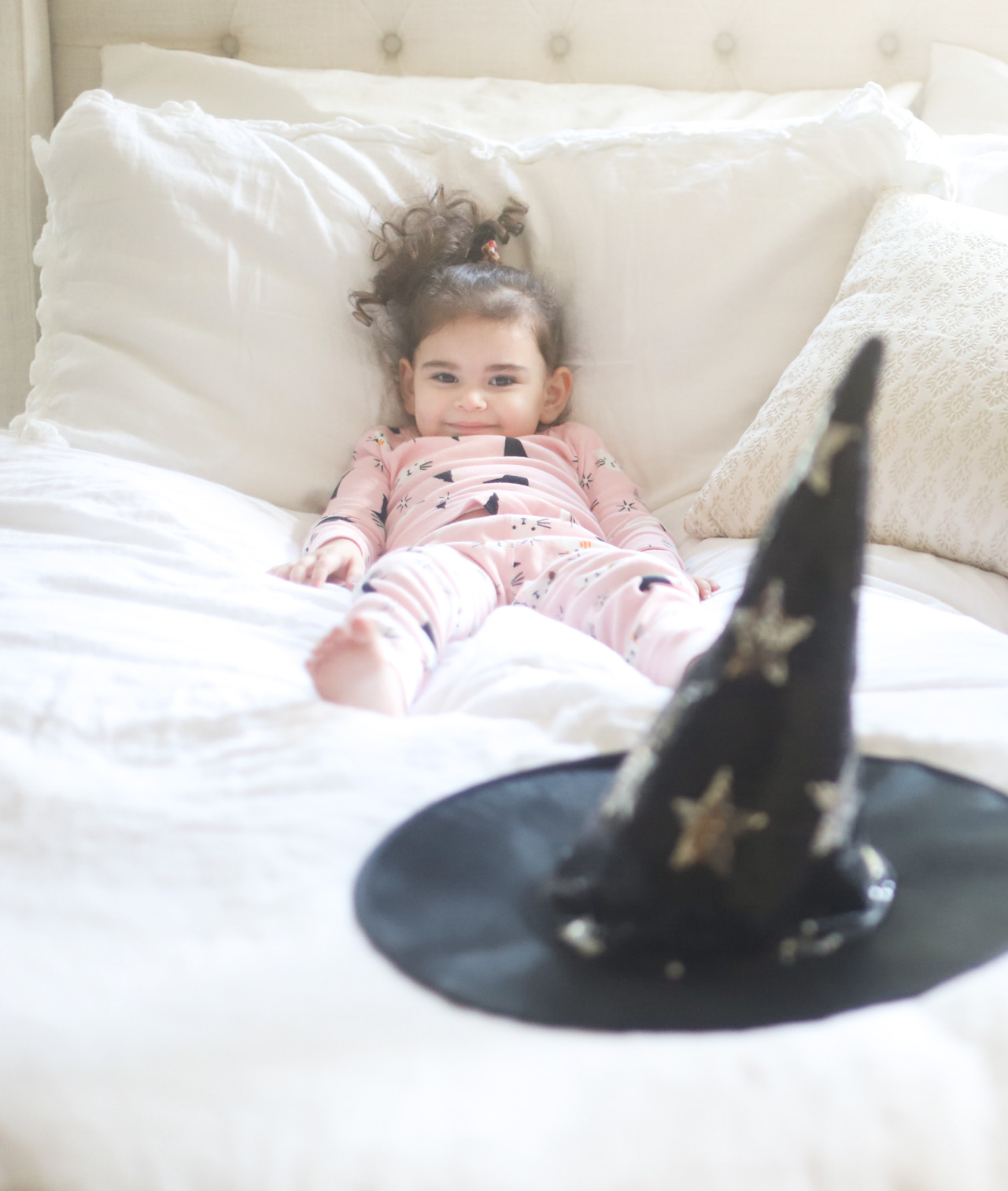 Get spooky and festive and dress your kids in the cutest matching Halloween pajamas this year! It's the sweetest family tradition. | @glitterinclexi | GLITTERINC.COM