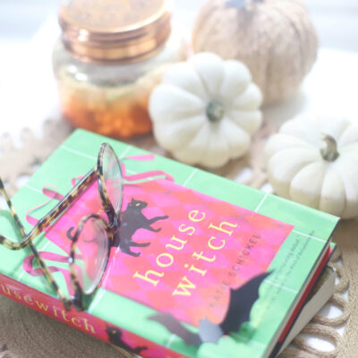 Dive into a spooky romance novel this Halloween season! | @glitterinclexi | GLITTERINC.COM