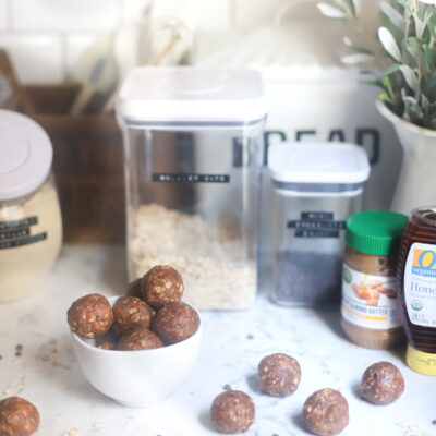 These easy no-bake chocolate chip cookie energy bites are full of healthier ingredients like gluten-free oats, almond butter, and plant-based protein powder; and bonus: they taste just like chocolate chip cookies! | @glitterinclexi | GLITTERINC.COM