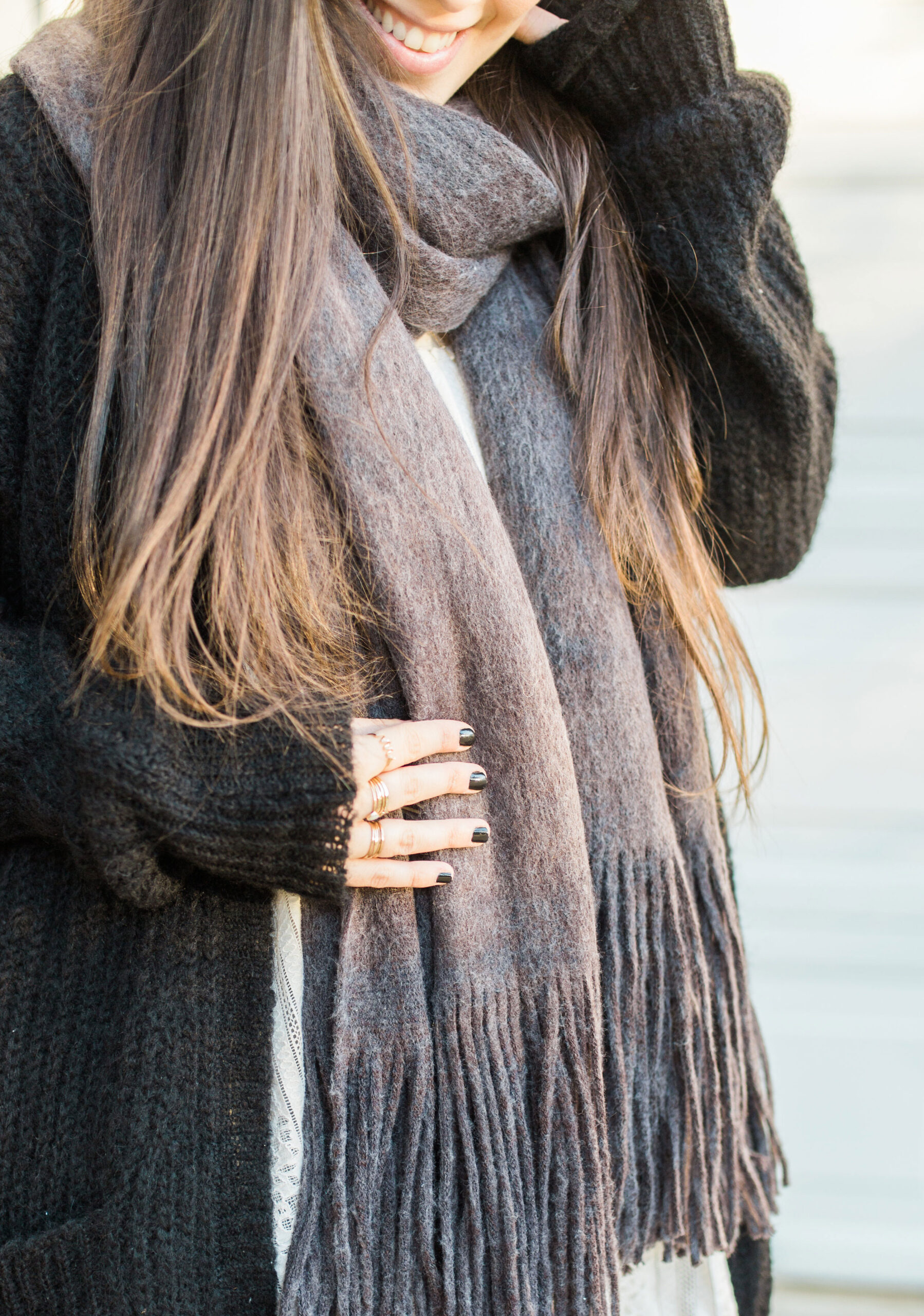 Bundle up in one of these 25 cozy scarves; perfect for layering, staying warm and looking chic all fall and winter long. | @glitterinclexi | GLITTERINC.COM