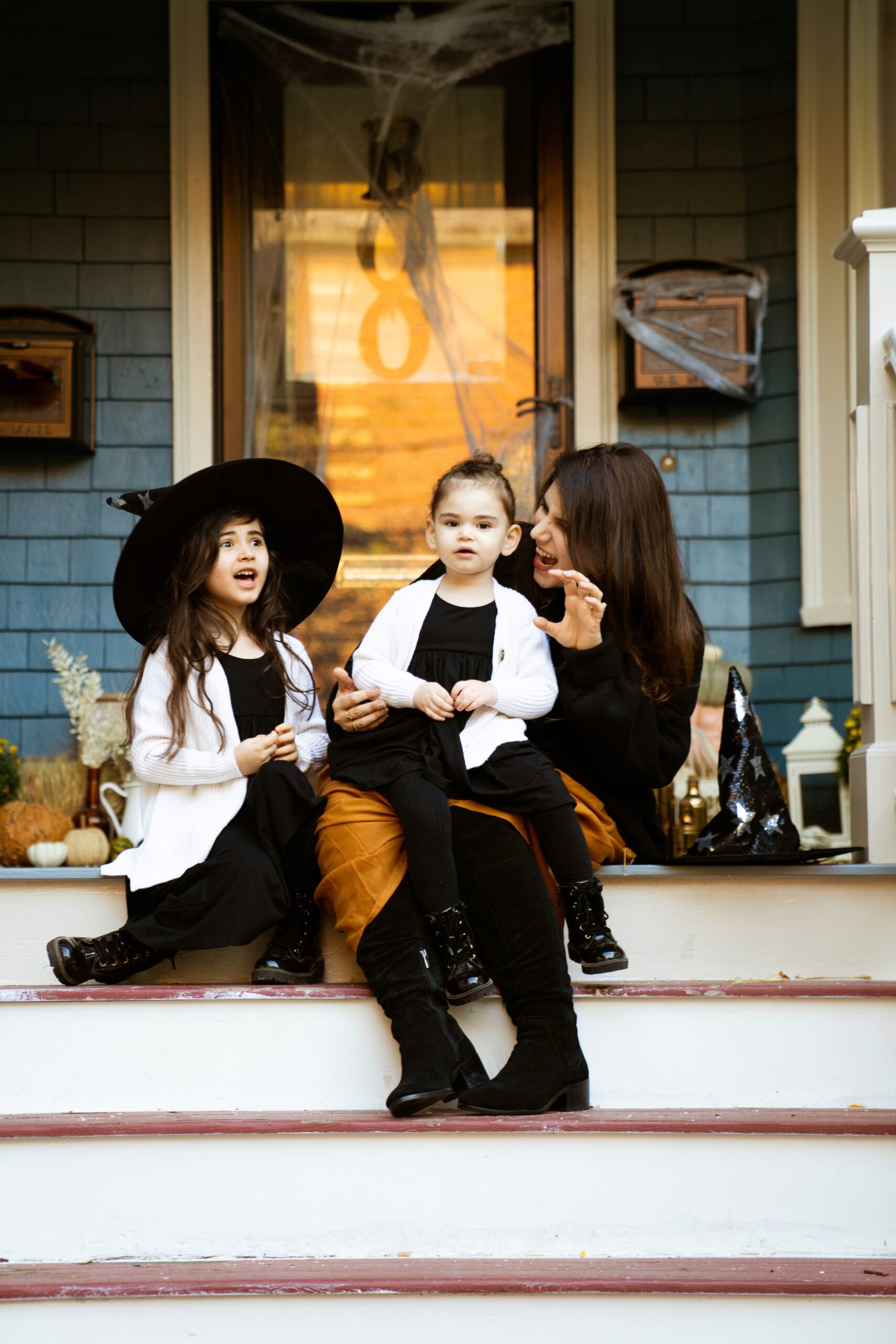 It's time to decorate your front porch for fall! I'm sharing easy tips and tricks for styling a Halloween porch that can easily transition to a fall porch just in time for Thanksgiving! | @glitterinclexi | GLITTERINC.COM
