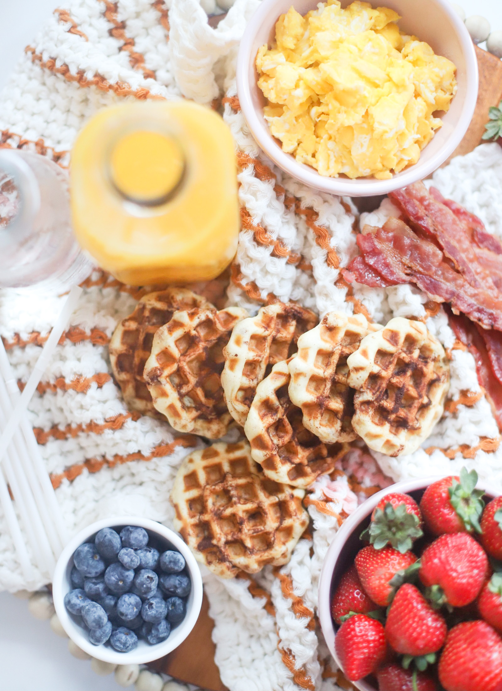 How to throw the easiest at-home family brunch this holiday season; perfect for celebrating with a simple and delicious breakfast the morning after Thanksgiving, Christmas morning, or the morning after New Years Eve! | @glitterinclexi | GLITTERINC.COM