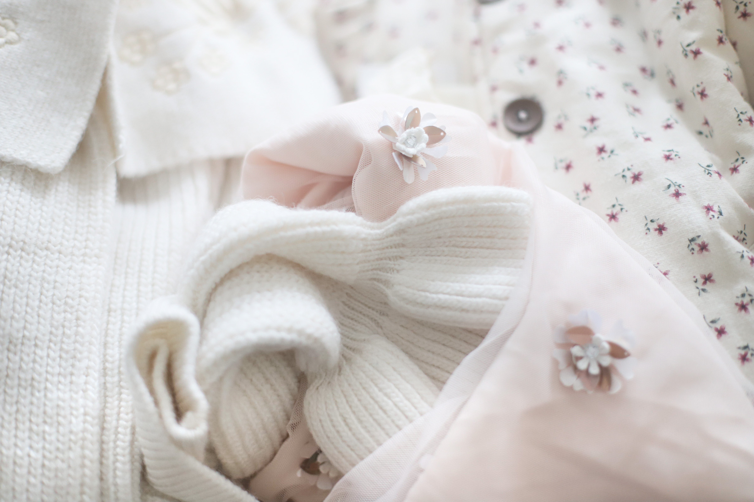 Little Love Notes + a What We are Wearing for Our Holiday Family Photo Outfits | @glitterinclexi | GLITTERINC.COM