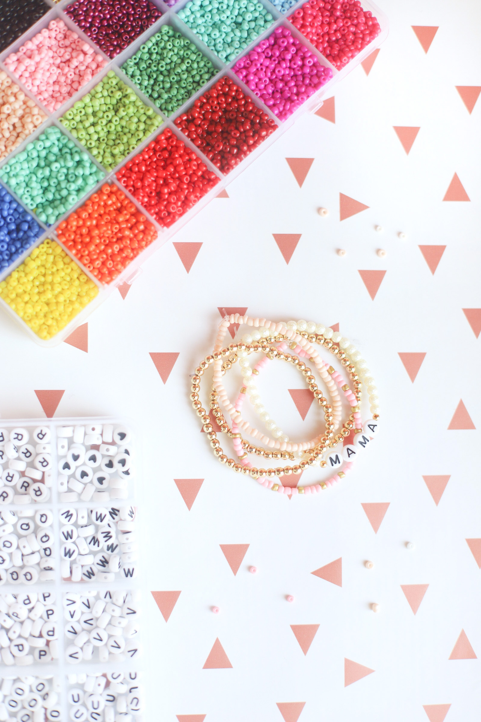 This holiday season, let family and friends near and far know you care by sending them a sweet greeting card and a stack of these DIY beaded friendship bracelets. | @glitterinclexi | GLITTERINC.COM