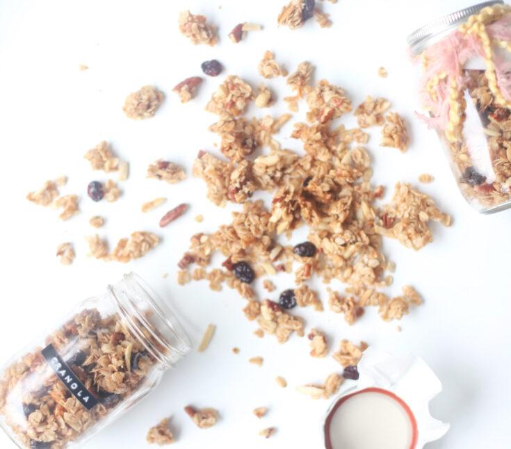 Homemade Classic Granola - Our Favorite Chewy Go-To Granola | @glitterinclexi | GLITTERINC.COM