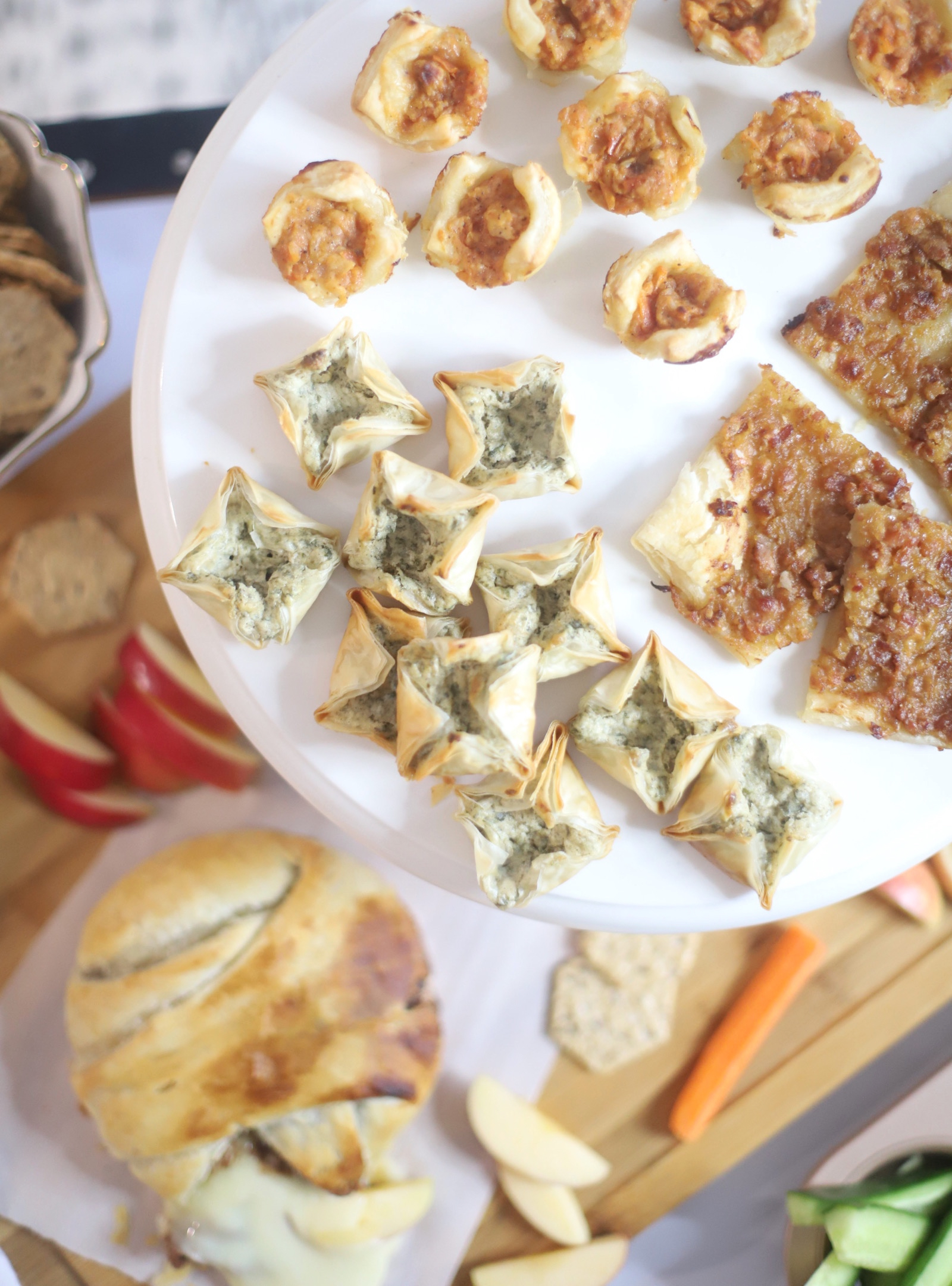 Looking to shake up family meal time? Try appetizers for dinner! This simple, out-of-the box meal idea is sure to get kids and grownups alike excited for dinner. | @glitterinclexi | GLITTERINC.COM