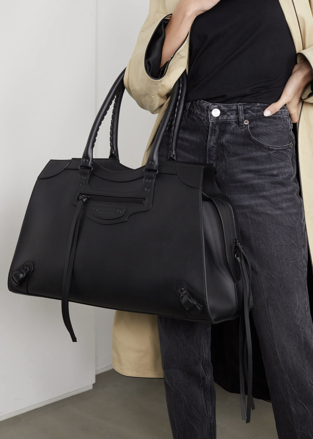 Weekly Finds + Jessica Alba's Holiday Sweats   BALENCIAGA Classic City large leather tote
