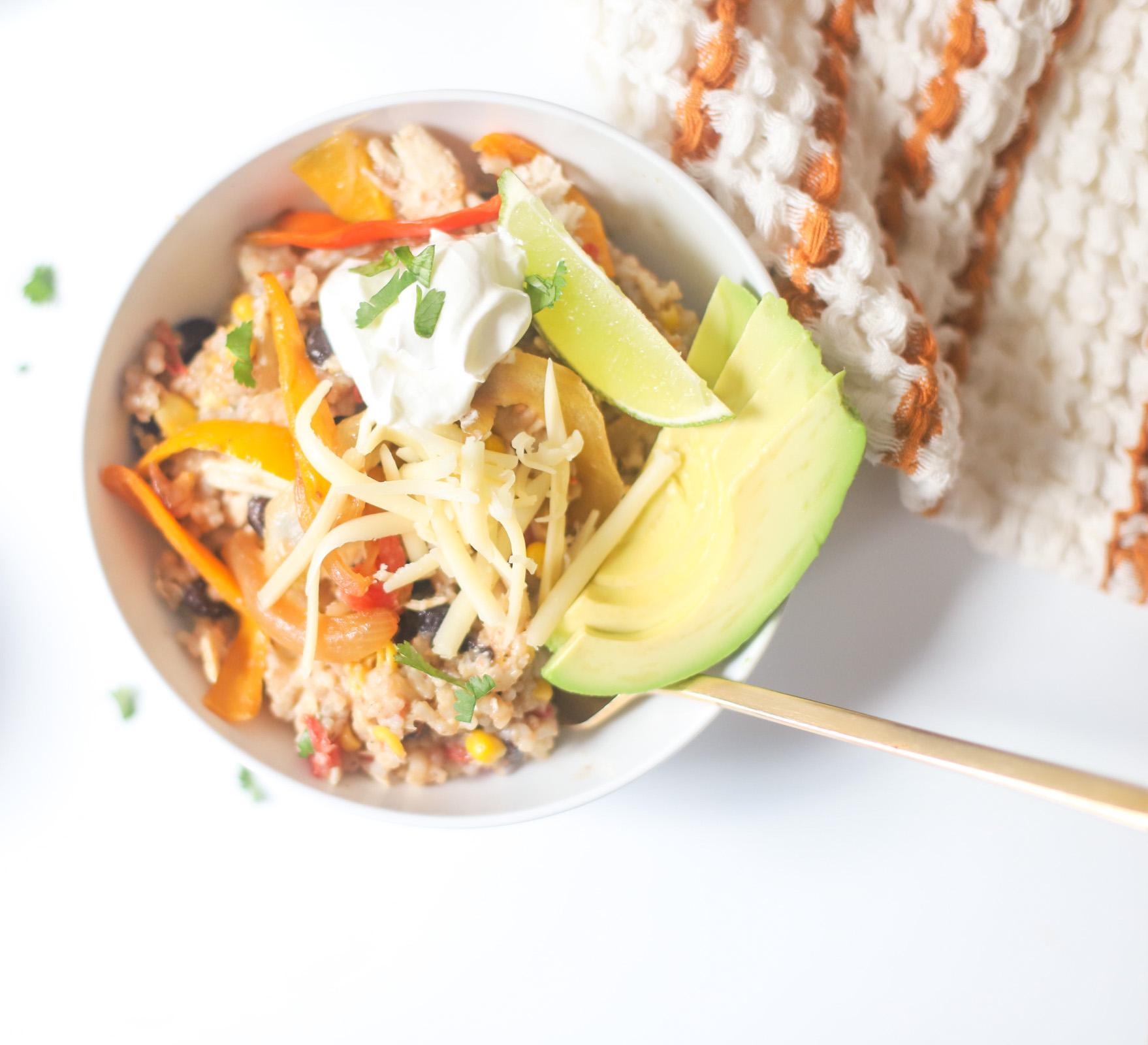 Instant Pot Loaded Chicken Fajita Bowls - Easy Weeknight Dinner Recipe | @glitterinclexi | GLITTERINC.COM