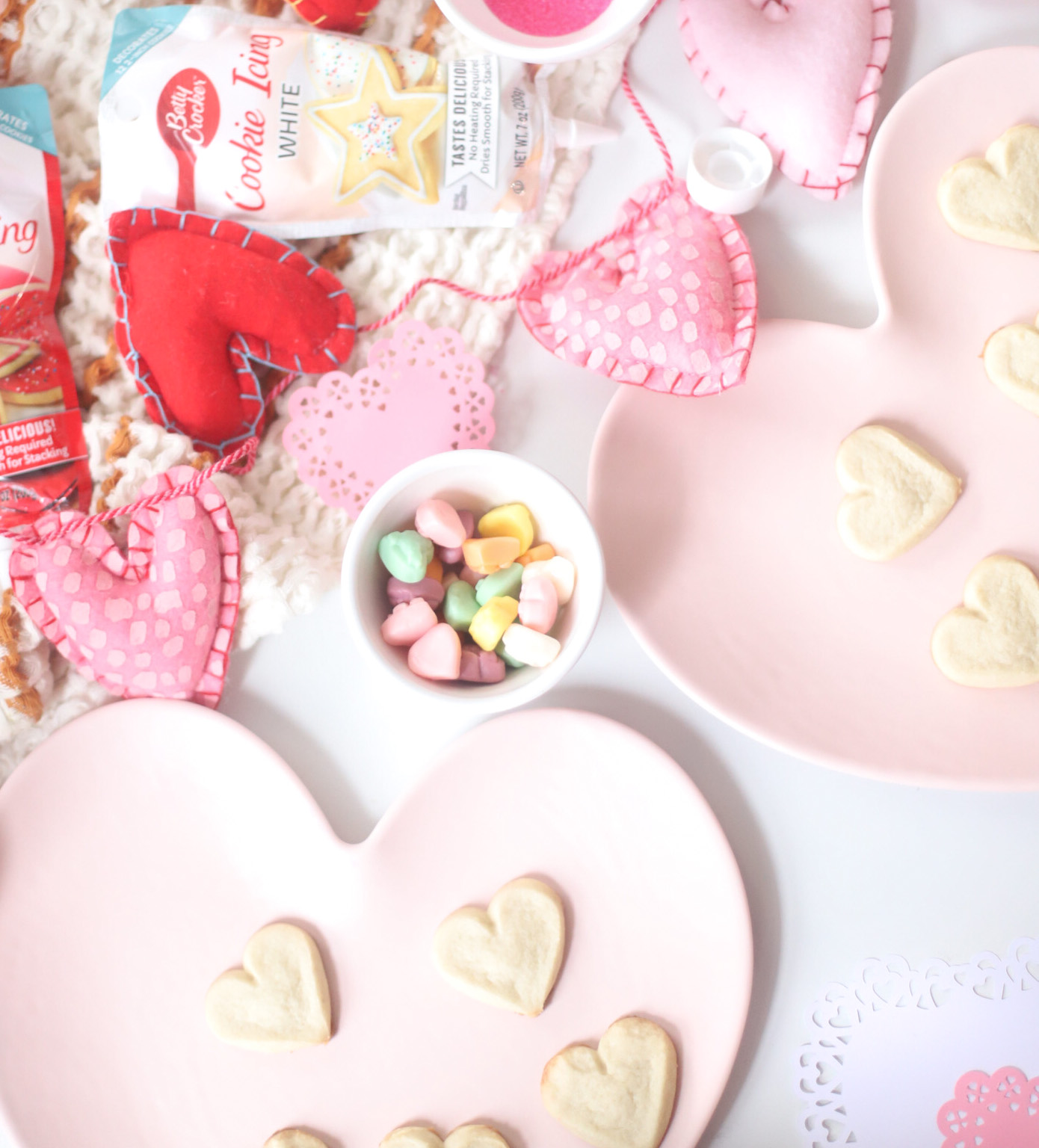 an at home kids Valentine's Day cookie decorating party! Plus, our favorite tips for easy holiday cookie decorating with little kids. | @glitterinclexi | GLITTERINC.COM