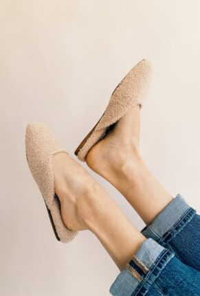 Little Love Notes + the Dolce Vita Saydee Slipper in Natural Plush