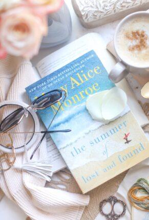 9 Really Great Beach Reads - Perfect Vacation Books | @glitterinclexi | GLITTERINC.COM