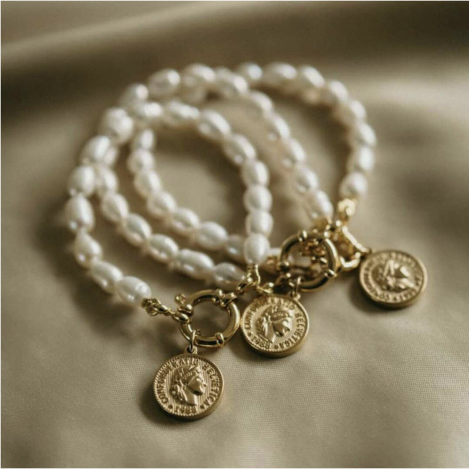 Darling Original Dainty Dos Pesos Gold Coin Charm Pendant Bracelet with Natural Freshwater Pearls