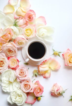 Little Love Notes + Playing with Flowers - Roses and Coffee - GLITTERINC.COM