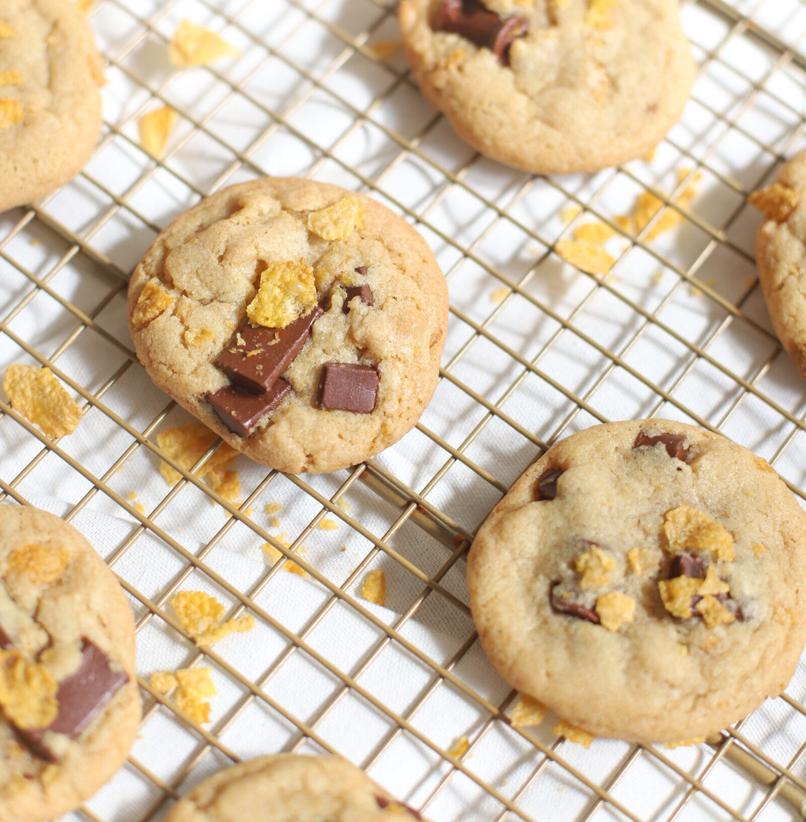 Chocolate Chunk Corn Flake Cereal Cookies - Chocolate Chip Cookie Recipe - GLITTERINC.COM
